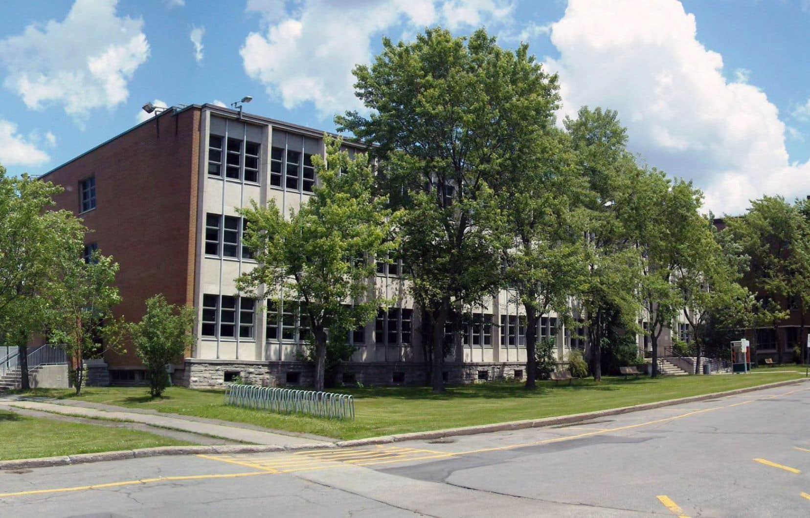 Le cégep Bois-de-Boulogne renonce à offrir le programme Arts, lettres et communications, au grand déplaisir de certains enseignants qui font valoir que le nombre d'inscriptions est relativement stable d'année en année.