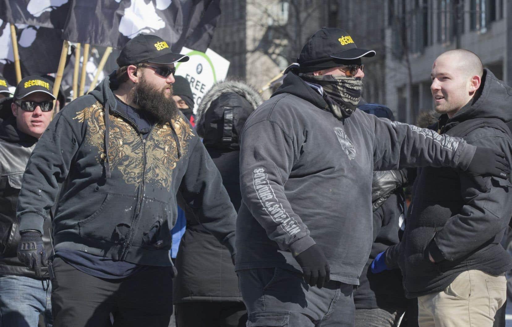 Des représentants du mouvement anti-immigration PÉGIDA Québec et du groupe anti-islamiste La Meute étaient présents.