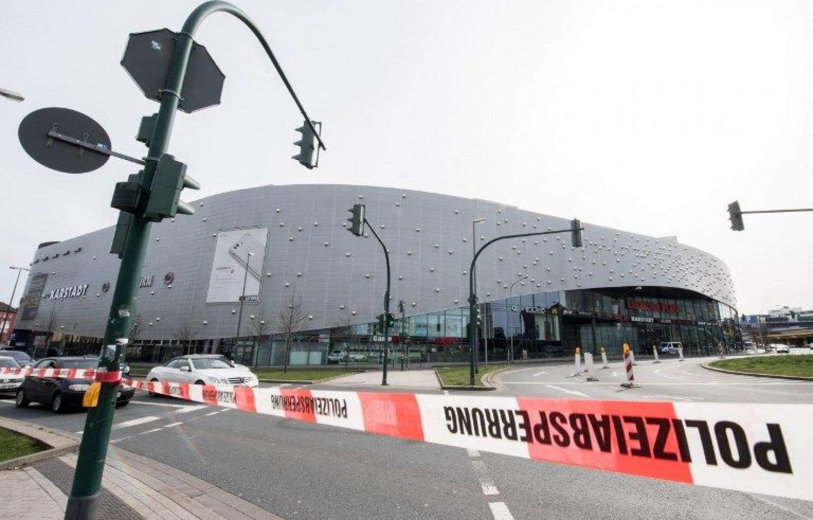 Le centre commercial de Limbecker Platz était fermé samedi.