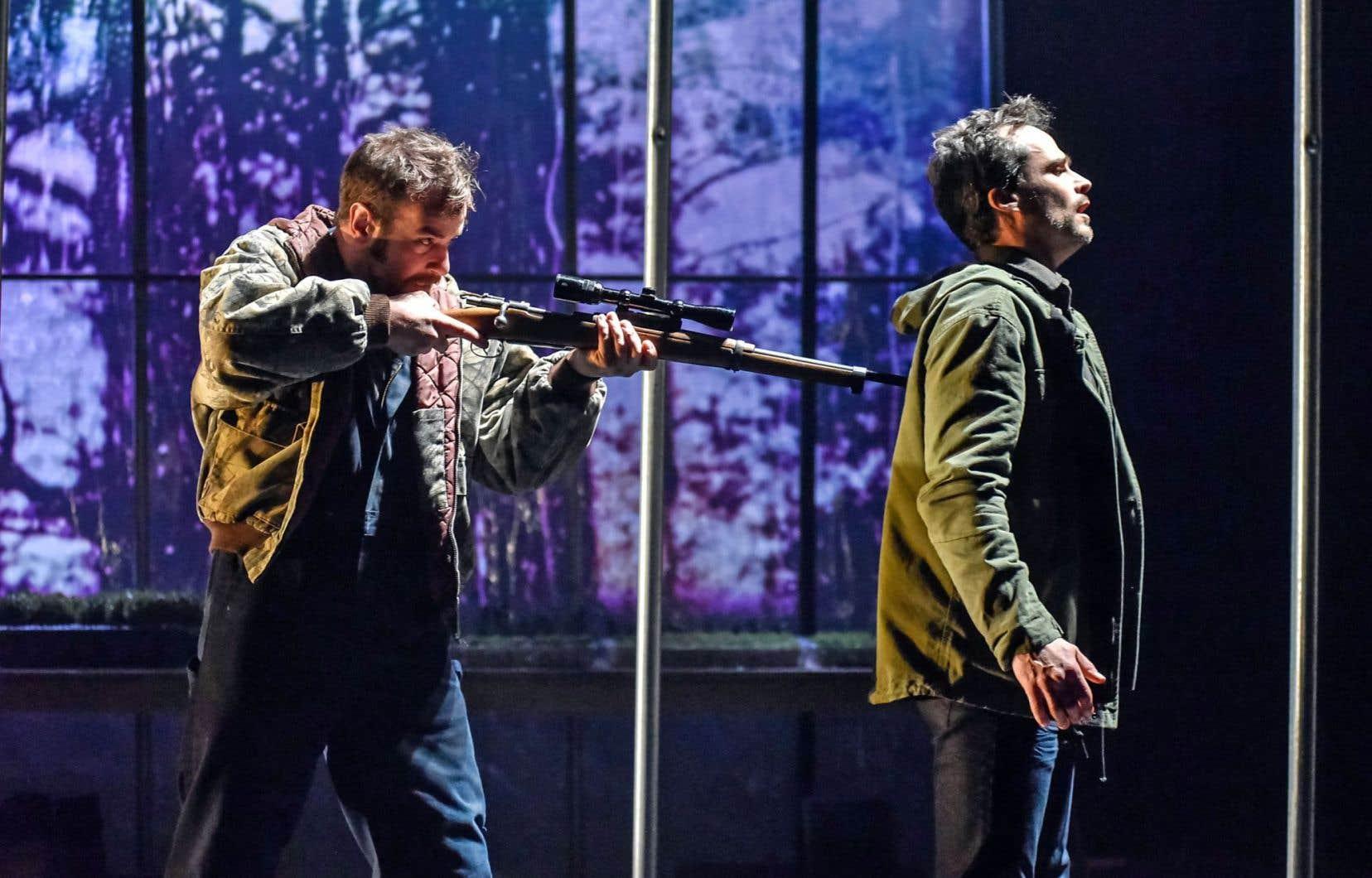 Au sein d'une fratrie bâtie de contrastes, et où Robin-Joël Cool (à gauche) campe un personnage tout d'une pièce, Patrick Hivon, lui, offre une sincérité à fleur de peau tout au long de la pièce.