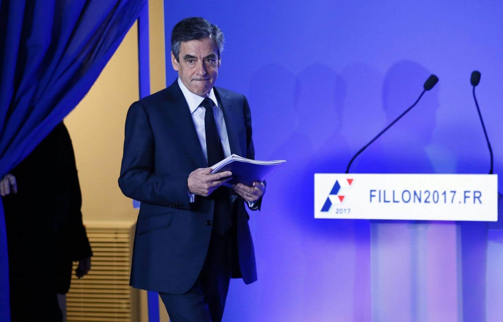 François Fillon, 63 ans, s'était dit ces derniers jours déterminé à aller «jusqu'au bout» de sa campagne, même en cas d'inculpation.