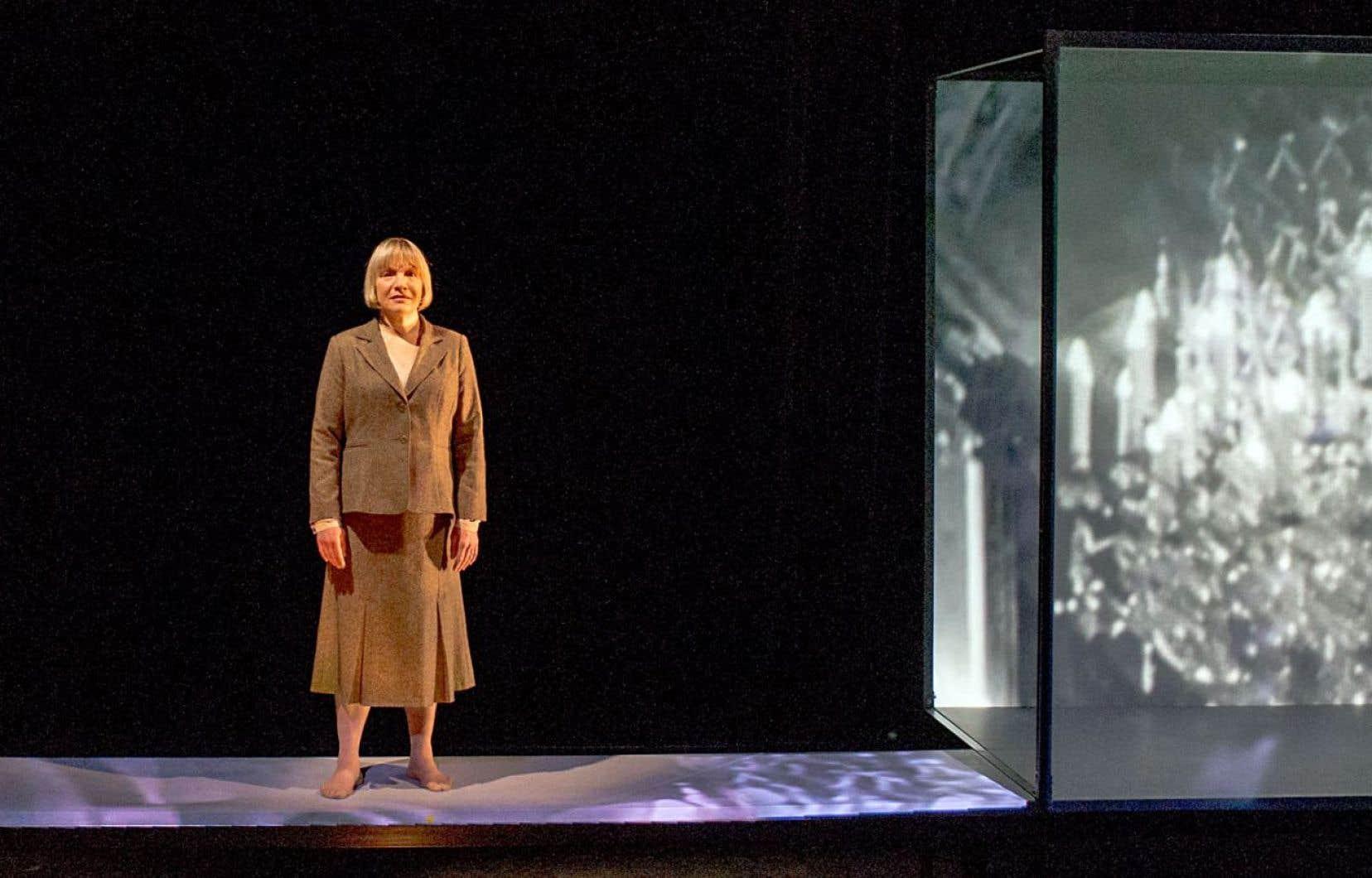 L'actrice sera accompagnée sur scène par Jérôme Minière, qui chantera des extraits du répertoire Brecht-Kurt Weil.