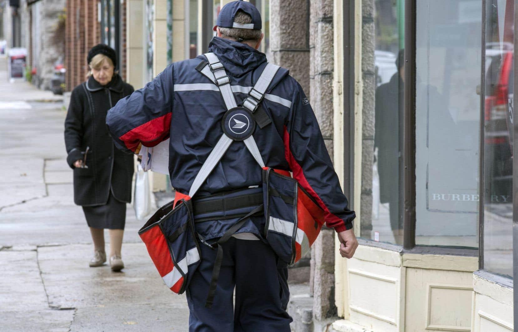 L'OCDE invite à la privatisation de Postes Canada.
