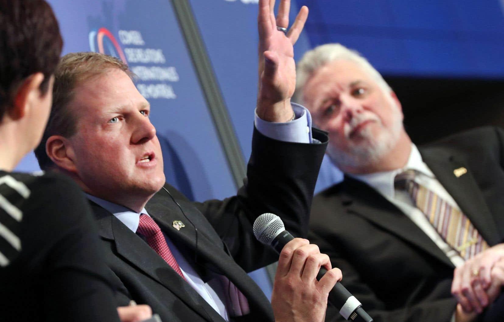 Le gouverneur du New Hampshire, Chris Sununu, s'est fait rassurant. À l'arrière-plan, Philippe Couillard, premier ministre du Québec.