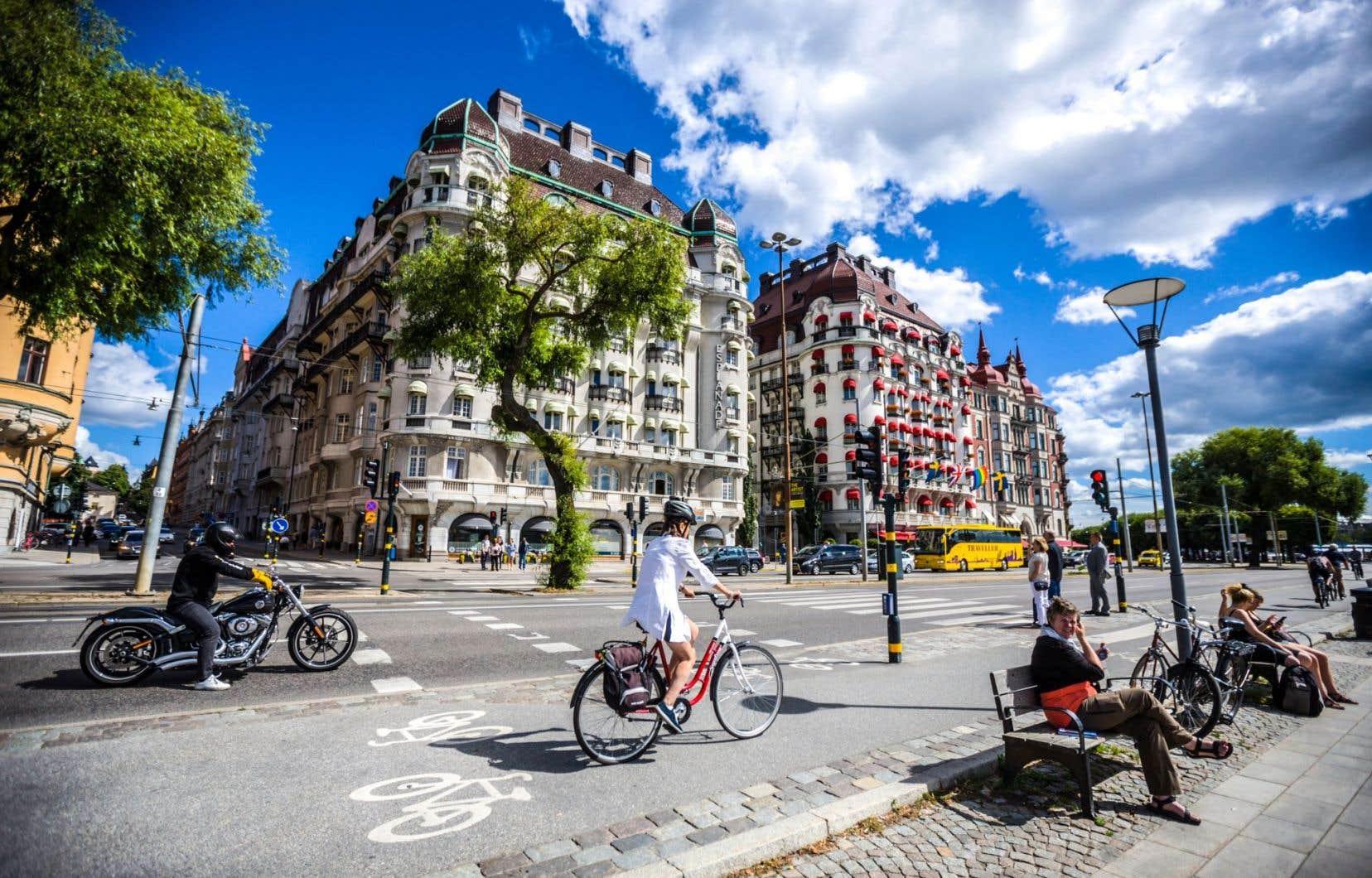 Scène de vie à Stockholm. La Suède s'en tire plutôt bien au chapitre des inégalités de revenus et du taux de pauvreté, écrit l'auteur.