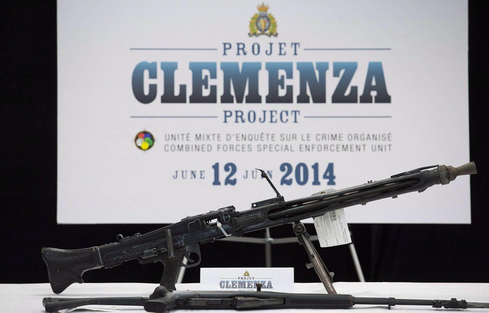 Les armes saisies lors du projet Clemenza, présentées en 2014 lors d'une conférence de presse au siège de la GRC à Montréal