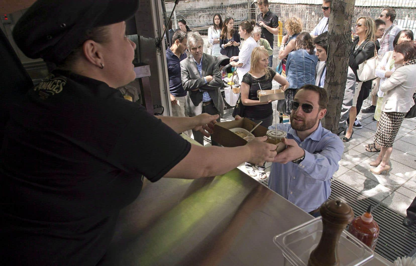 Stands, conteneurs, camions de cuisine de rue, barbecues, bar… L'offre alimentaire des Grands Apéros devrait satisfaire et remplir les panses.