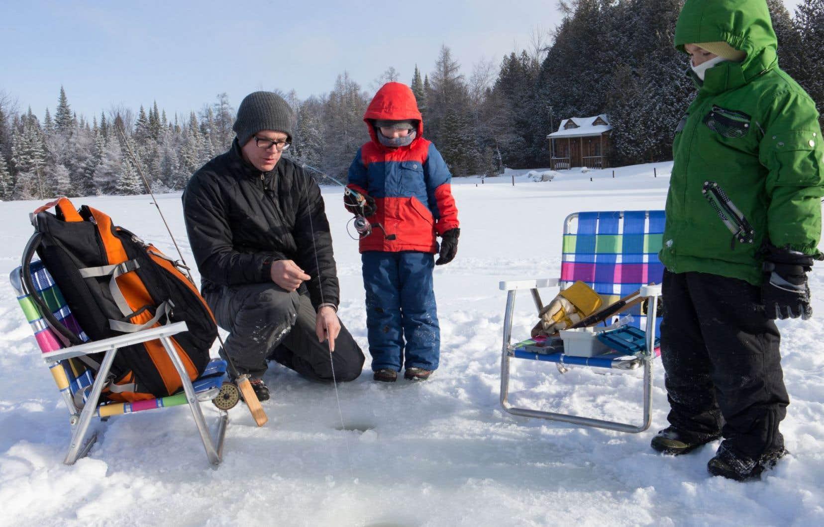 La pêche au méné est encore permise dans quelques régions du Québec pendant l'hiver.