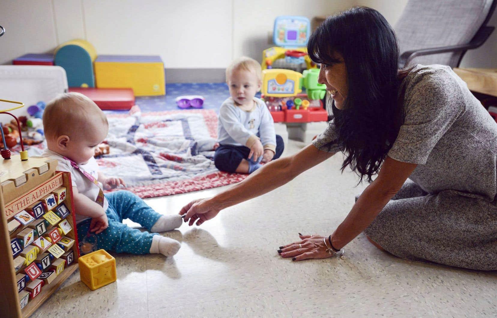 Le budget souligne une dizaine de mesures à l'égard des défis associés aux sexes, dont l'Allocation canadienne pour enfants.