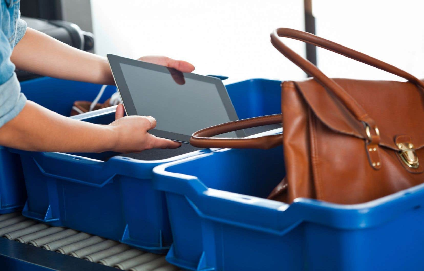 L'interdiction entre en vigueur au cours d'un week-end de pointe avec 1,1million de passagers attendus entre vendredi et dimanche.