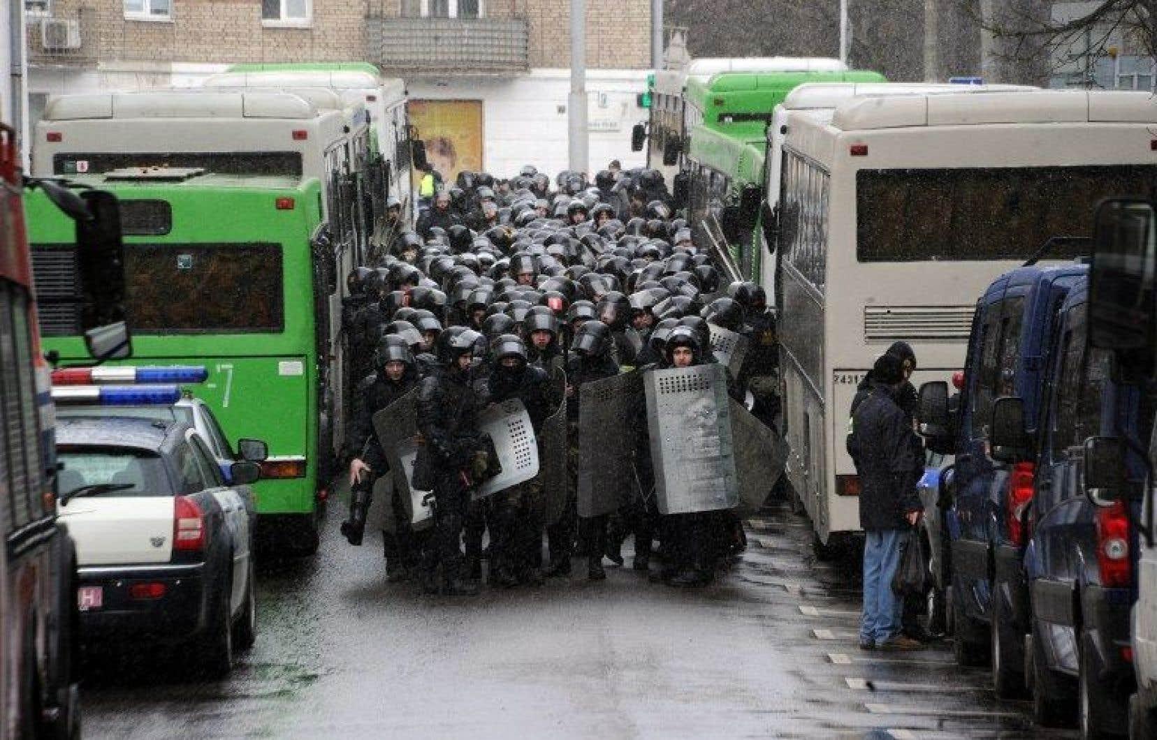 Les forces de l'ordre ont arrêté plusieurs dizaines de personnes.