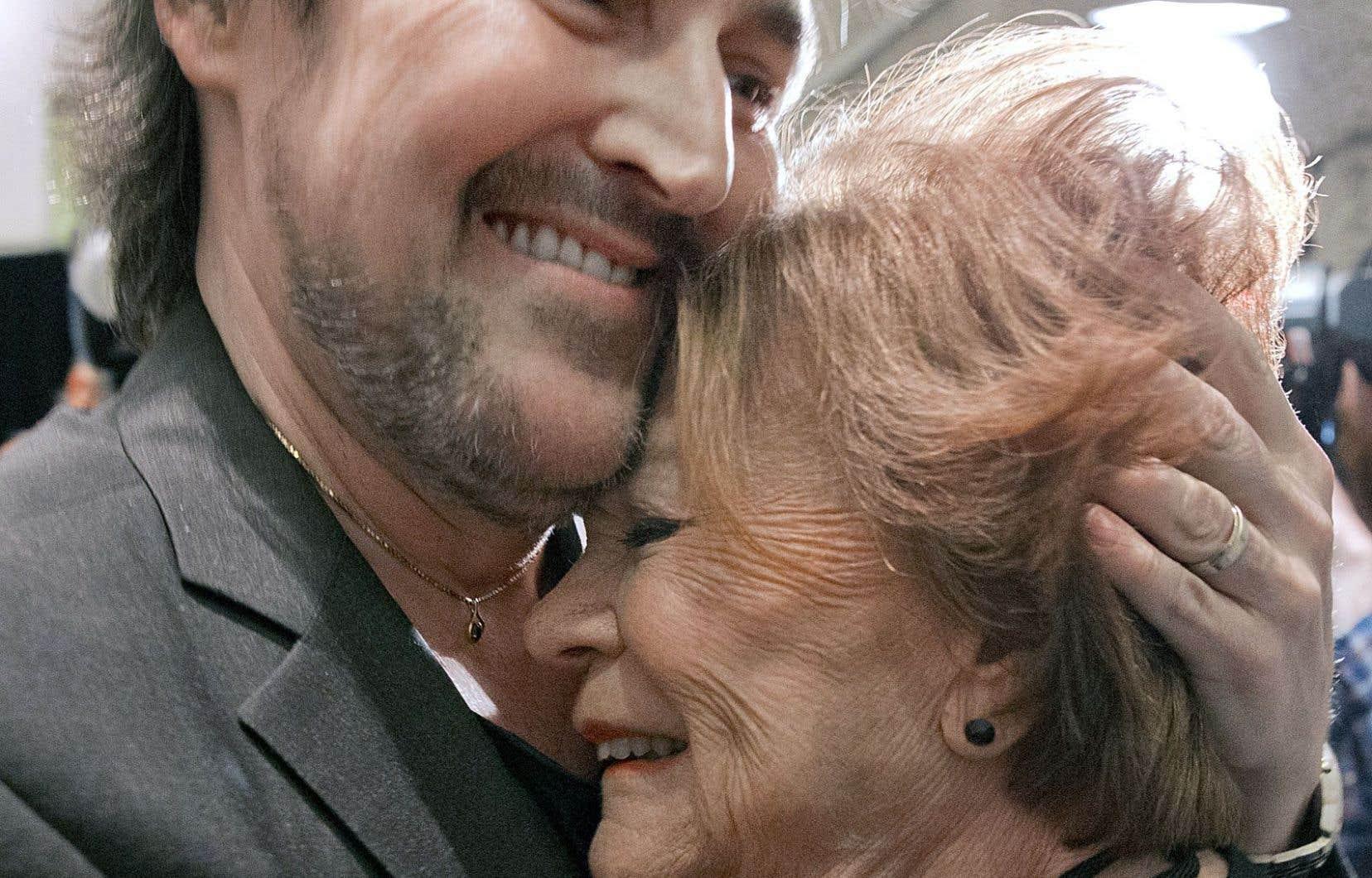 Janette Bertrand a fait don lundi de ses archives à BAnQ. Une soirée avait été organisée en son honneur, où Guy A. Lepage a chaleureusement salué la dame de 92ans.