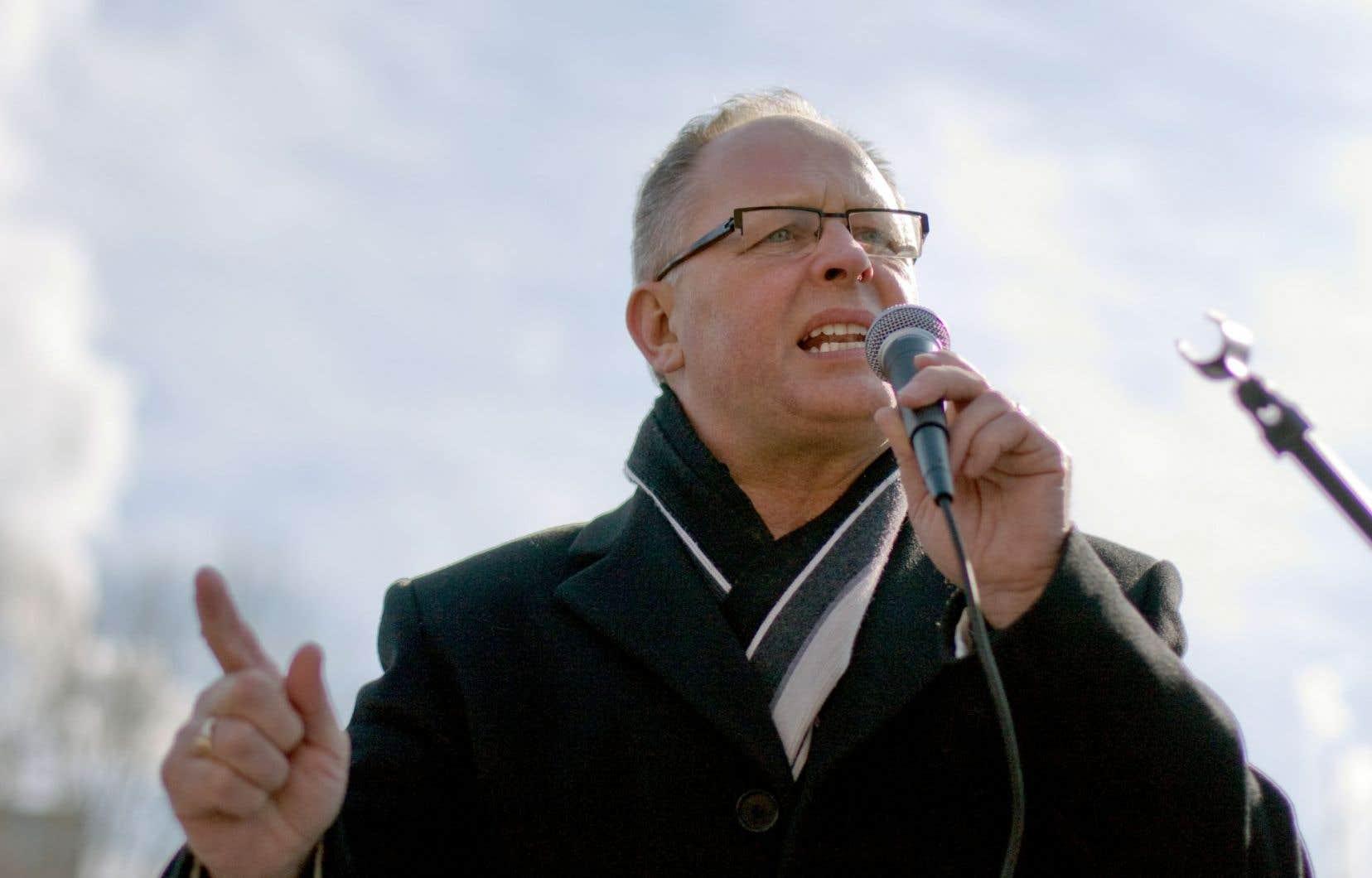 Sid Ryan déplore le virage centriste pris par le NPD sous la gouverne de Thomas Mulcair et plaide pour un retour aux idées de gauche.