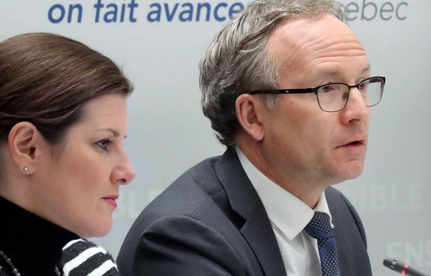 Les ministres de la Justice et de la Sécurité publique, Stéphanie Vallée et Martin Coiteux, ont fait le point lundi sur les gestes posés pour désengorger les tribunaux.