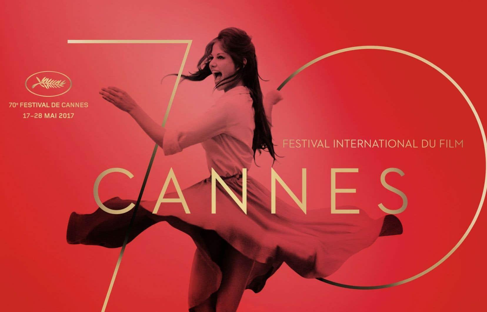 L'affiche officielle du 70e Festival de Cannes se veut «joyeuse, libre et audacieuse», rendant hommage «à une comédienne aventurière, femme indépendante, citoyenne engagée», selon un communiqué des organisateurs.