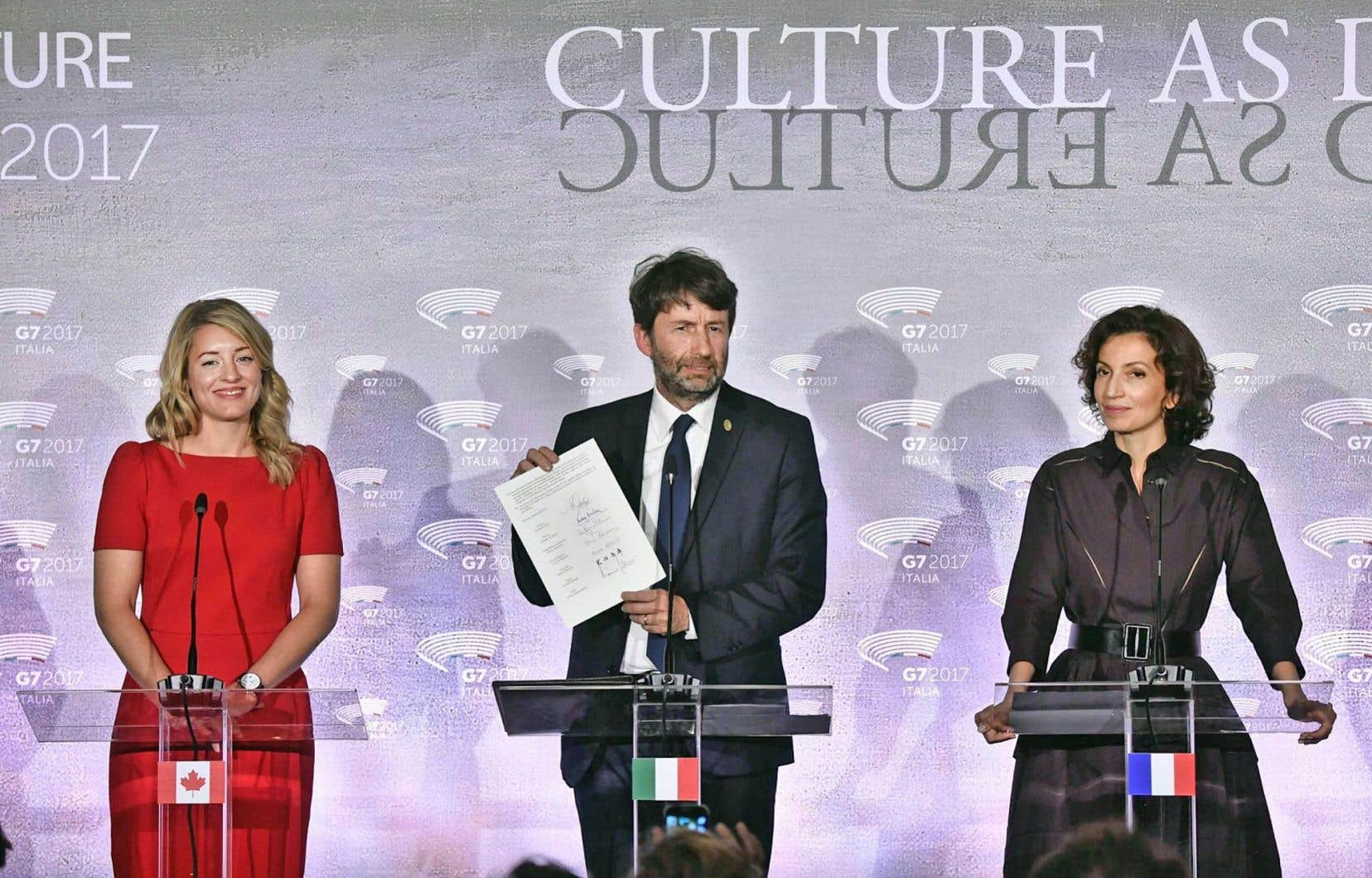 Mélanie Joly, ministre du Patrimoine canadien, est en Italie pour assister à la première réunion des pays du G7 sur la culture. Elle rencontrera ses homologues, dont les ministres de la Culture d'Italie, Dario Franceschini (au centre), et de la France, Audrey Azoulay (à droite), pour discuter de la diversité culturelle à l'ère numérique.