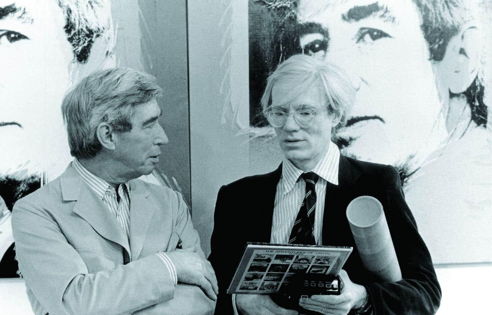 Le 26mai 1977, Andy Warhol (à droite) inaugure une exposition de ses œuvres à la galerie D de Bruxelles. Aux cimaises, les quatre portraits qu'il a réalisés d'Hergé. Le même jour, le père de Tintin lui fera découvrir ses studios.