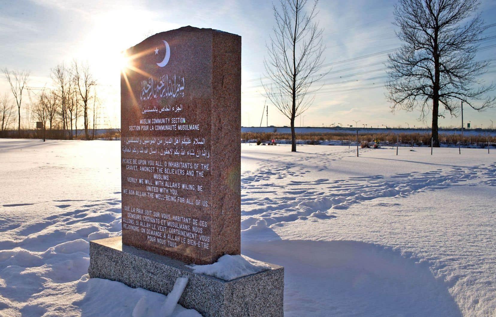 Pendant combien de temps les citoyennes et citoyens québécois musulmans devront-ils promener leurs morts à travers la province avant de leur trouver un dernier gîte?