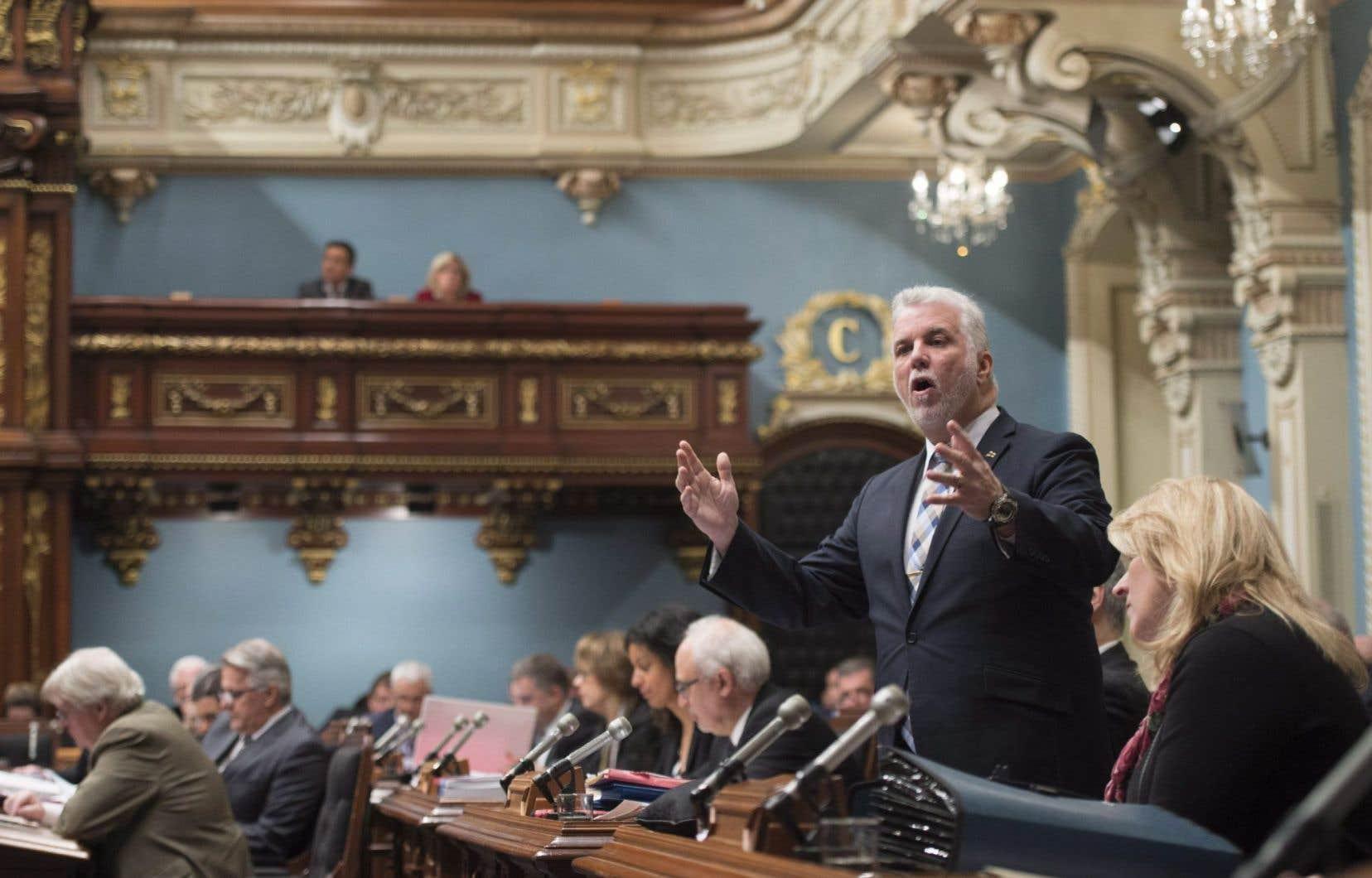 Le premier ministre, Philippe Couillard, a martelé en Chambre qu'il n'avait pas l'intention de s'ingérer dans les politiques de rémunération de l'entreprise.