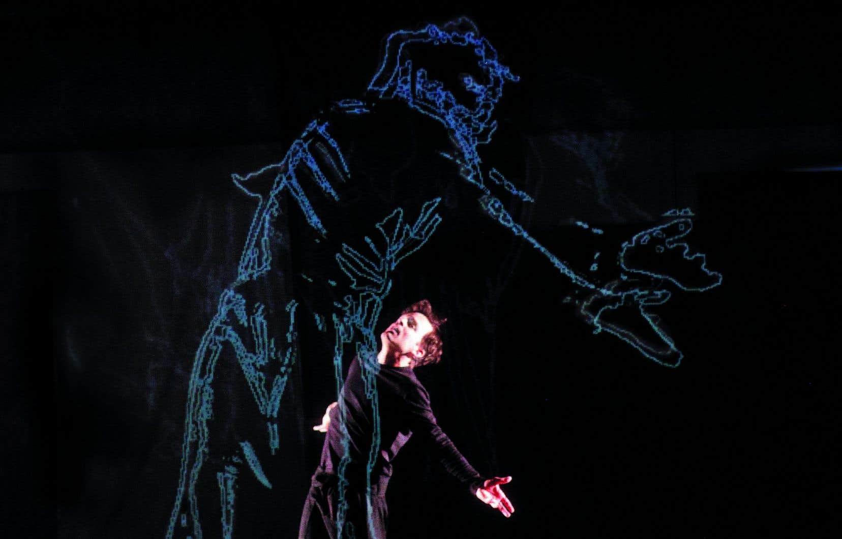 Les poses, attitudes et gestes que l'acteur Marc Beaupré adopte selon une partition précise sont captés en clair-obscur, puis projetés sous forme de silhouettes.