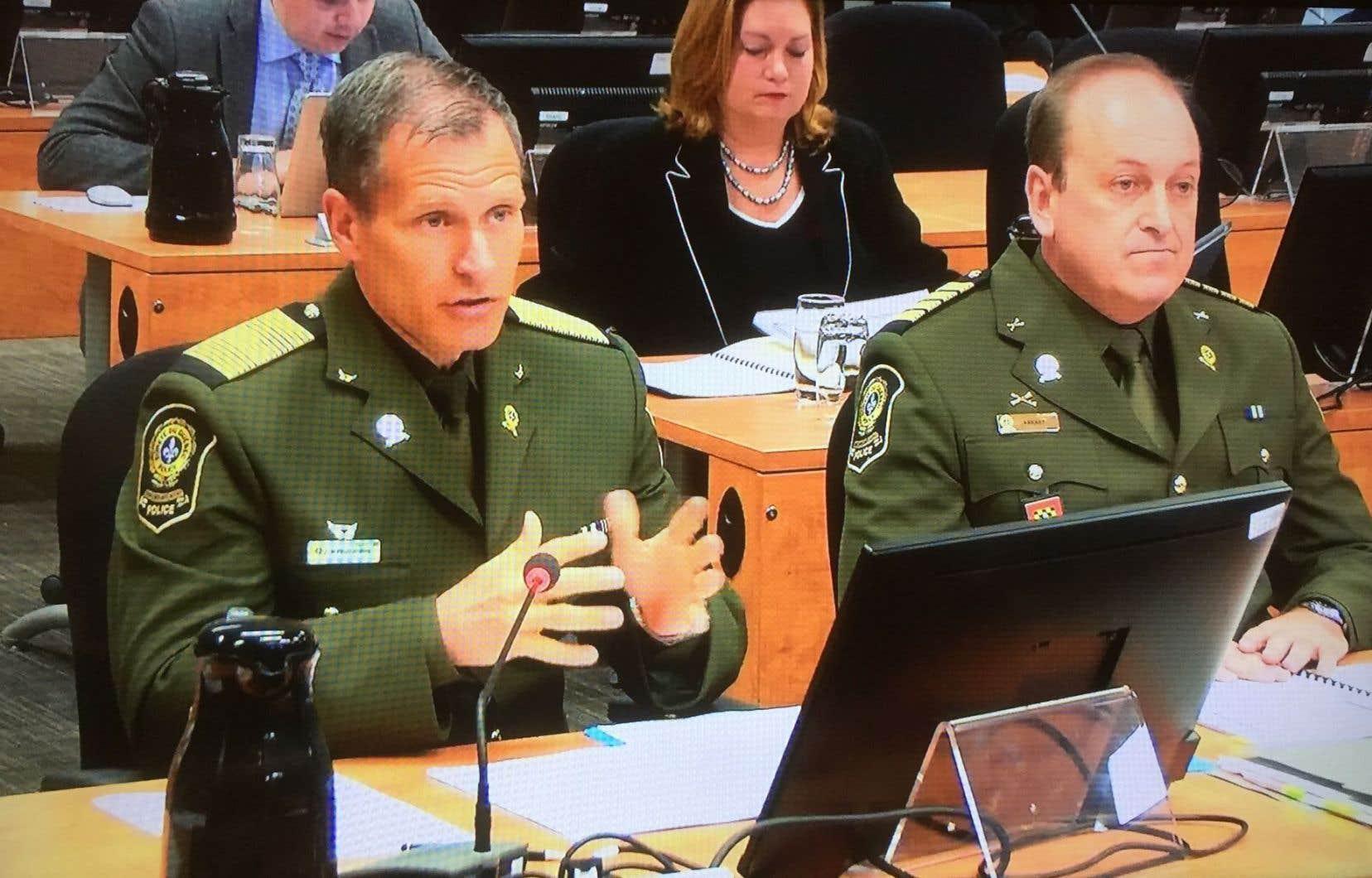 Le directeur général de la SQ, Martin Prud'homme (à gauche sur la photo),a été le premier témoin, en matinée.