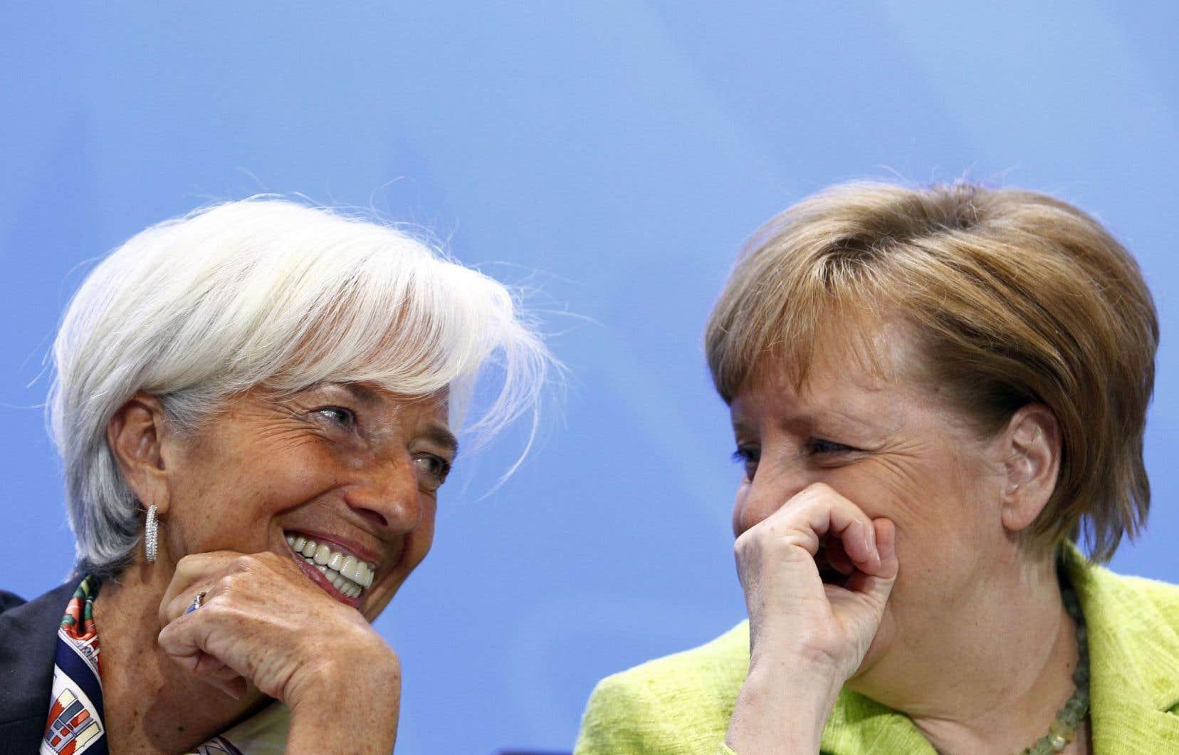 Christine Lagarde du FMI (à gauche) en compagnie de la chancelière allemande, Angela Merkel, lundi à Berlin