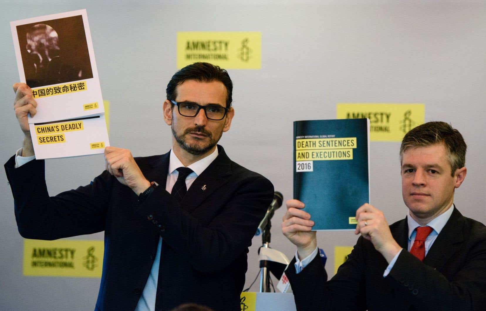 Le directeur d'Amnesty International pour l'Asie de l'Est, Nicholas Bequelin, et le directeur adjoint du Global Issue Programme, James Lynch, à Hong Kong, lundi