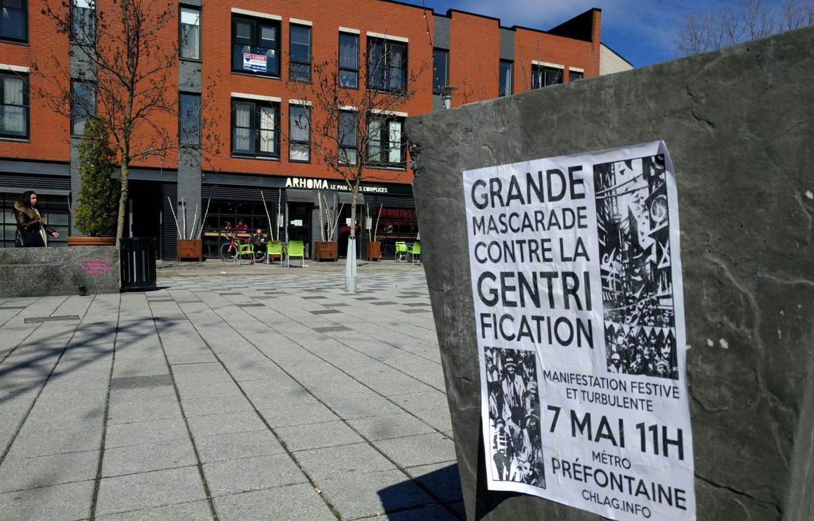 Une affiche placardée à la place Valois, dans Hochelaga-Maisonneuve
