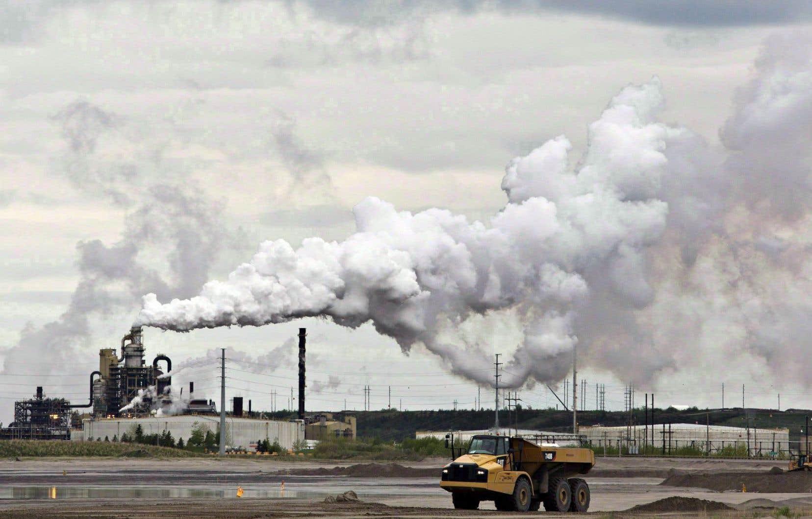 Chevron n'est pas la première société à s'éloigner des sables bitumineux.
