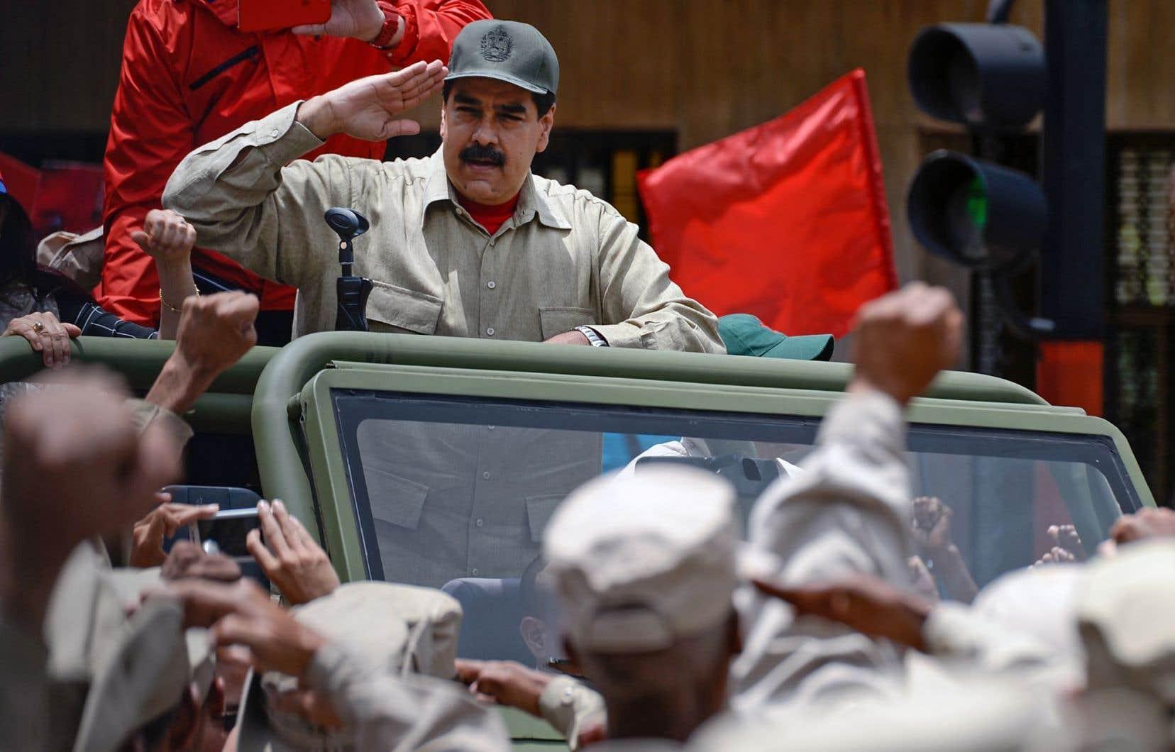 Coiffé d'une casquette militaire, le président du Venezuela, Nicolas Maduro, a remercié les forces armées pour leur «loyauté inconditionnelle».