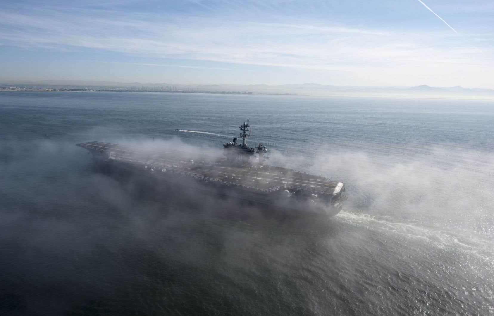 Le porte-avions «Carl Vinson» au large de la Californie, en 2014. Il serait présentement près de l'île de Java, en Indonésie.