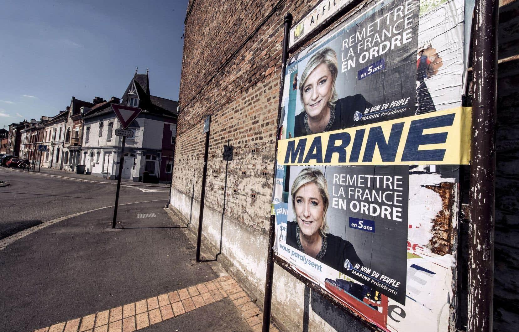 En France, le chômage reste massif: 9,7 %. La chef du FN, Marine Le Pen, dit parler au nom des «Français oubliés».