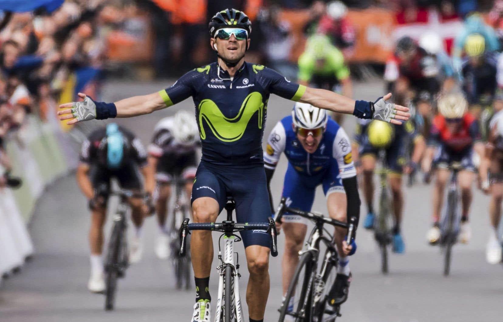 Alejandro Valverde a franchi la ligne en dédiant son succès au coureur italien Michele Scarponi, décédé samedi matin.