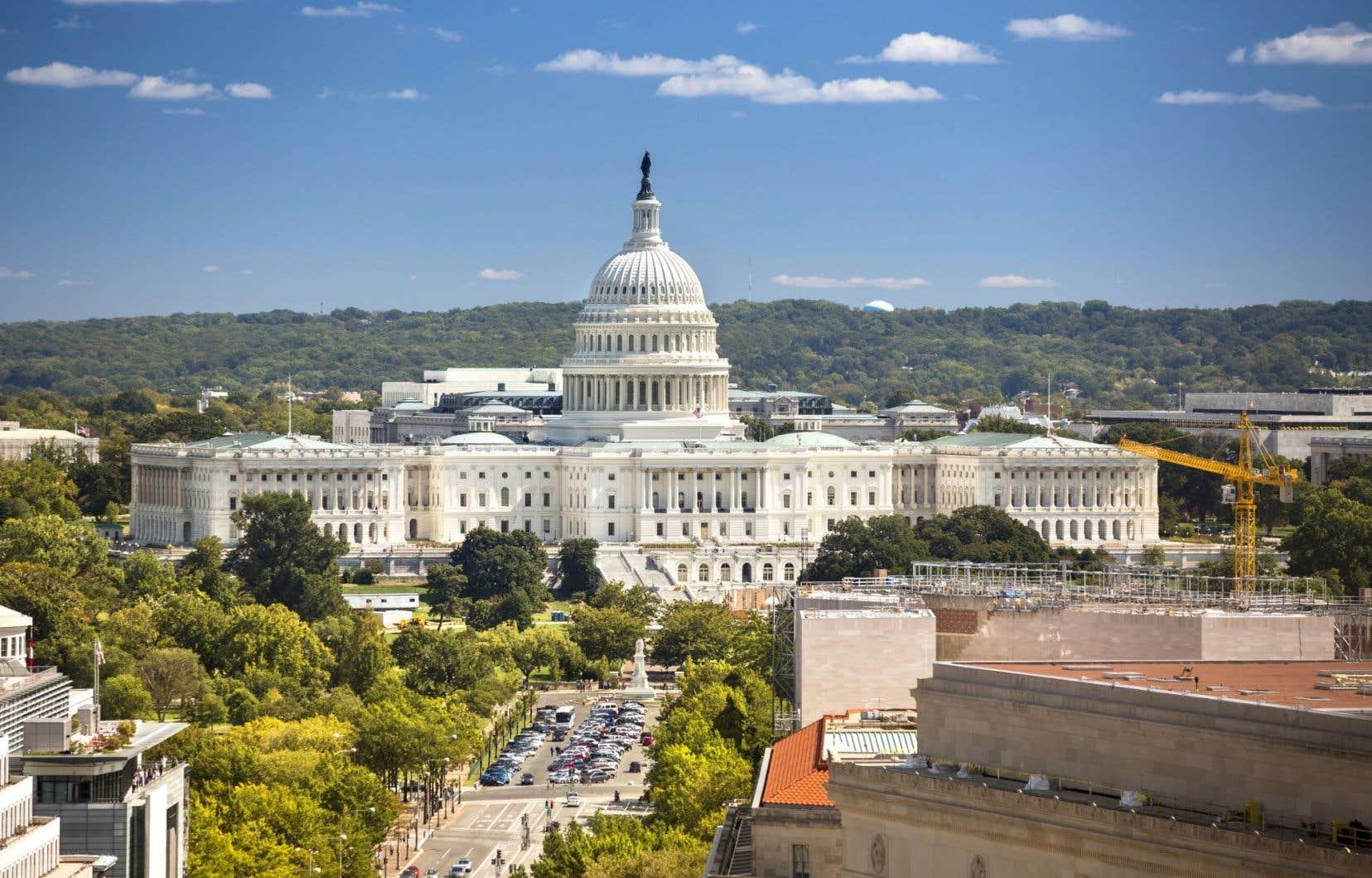 La Maison-Blanche se retrouve devant deux options: faire des concessions aux démocrates ou garder la dragée haute et assumer la responsabilité de la paralysie du gouvernement fédéral.