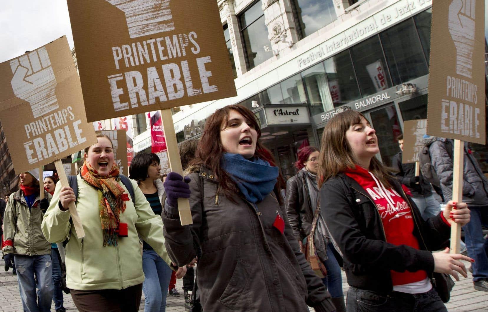Des étudiants ont battu le pavé en 2012 pour protester contre la hausse des droits de scolarité annoncée par le gouvernement Charest.