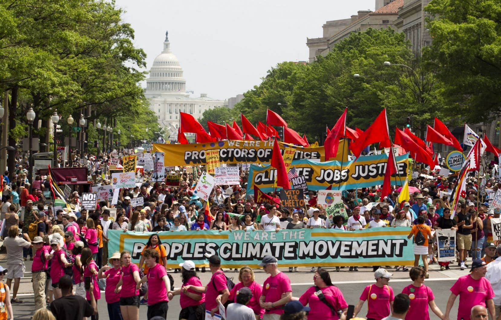 Les manifestants ont défilé sur l'avenue Pennsylvanie pendant la « Marche pour le climat », à Washington DC.