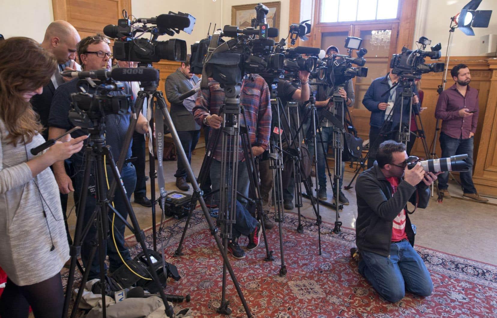 Un coup de sonde effectué auprès de 1000 Canadiens révèle que 83 % d'entre eux croient que le phénomène des fausses nouvelles rend de plus en plus difficile la distinction entre les informations légitimes ou illégitimes.