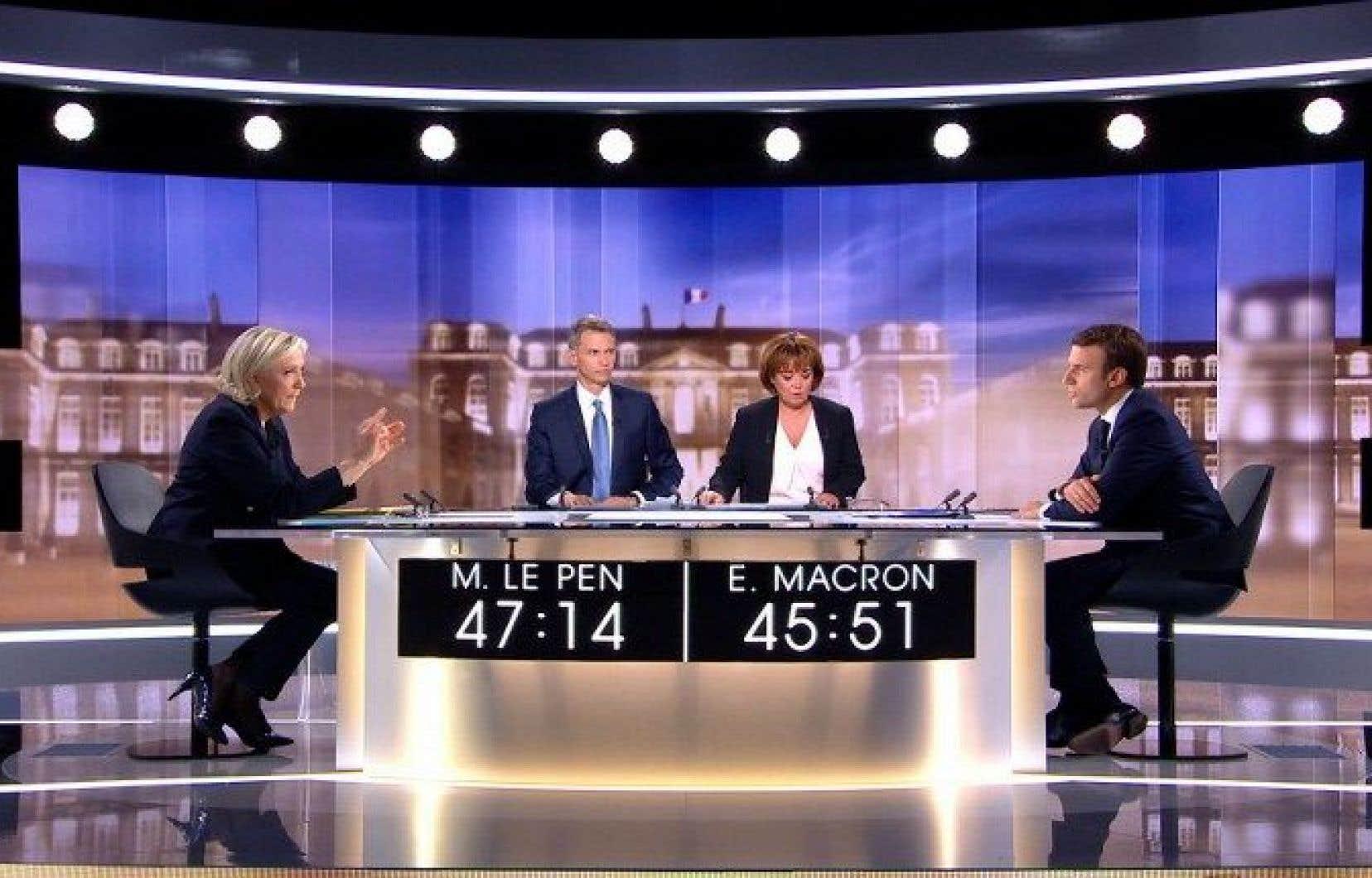 Marine Le Pen et Emmanuel Macron durant le débat télévisé d'entre-deux tours