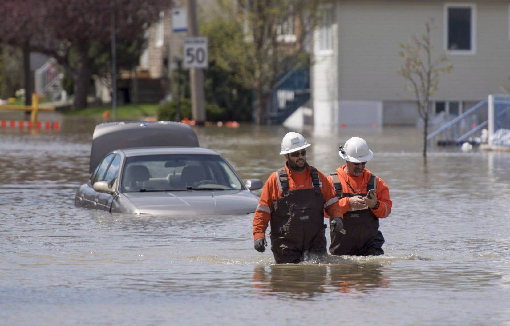 Certains secteurs inondés recevront jusqu'à 60 mm de pluie au cours du week-end, aggravant ainsi la situation déjà précaire.