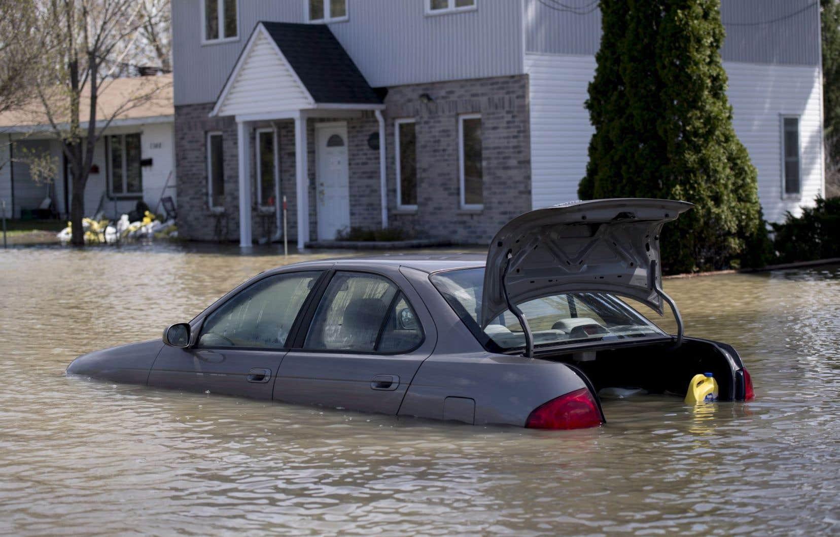 En 2013, l'Alberta et l'Ontario avaient été frappés par des inondations qui ont fini par coûter des centaines de millions à l'industrie des assurances.