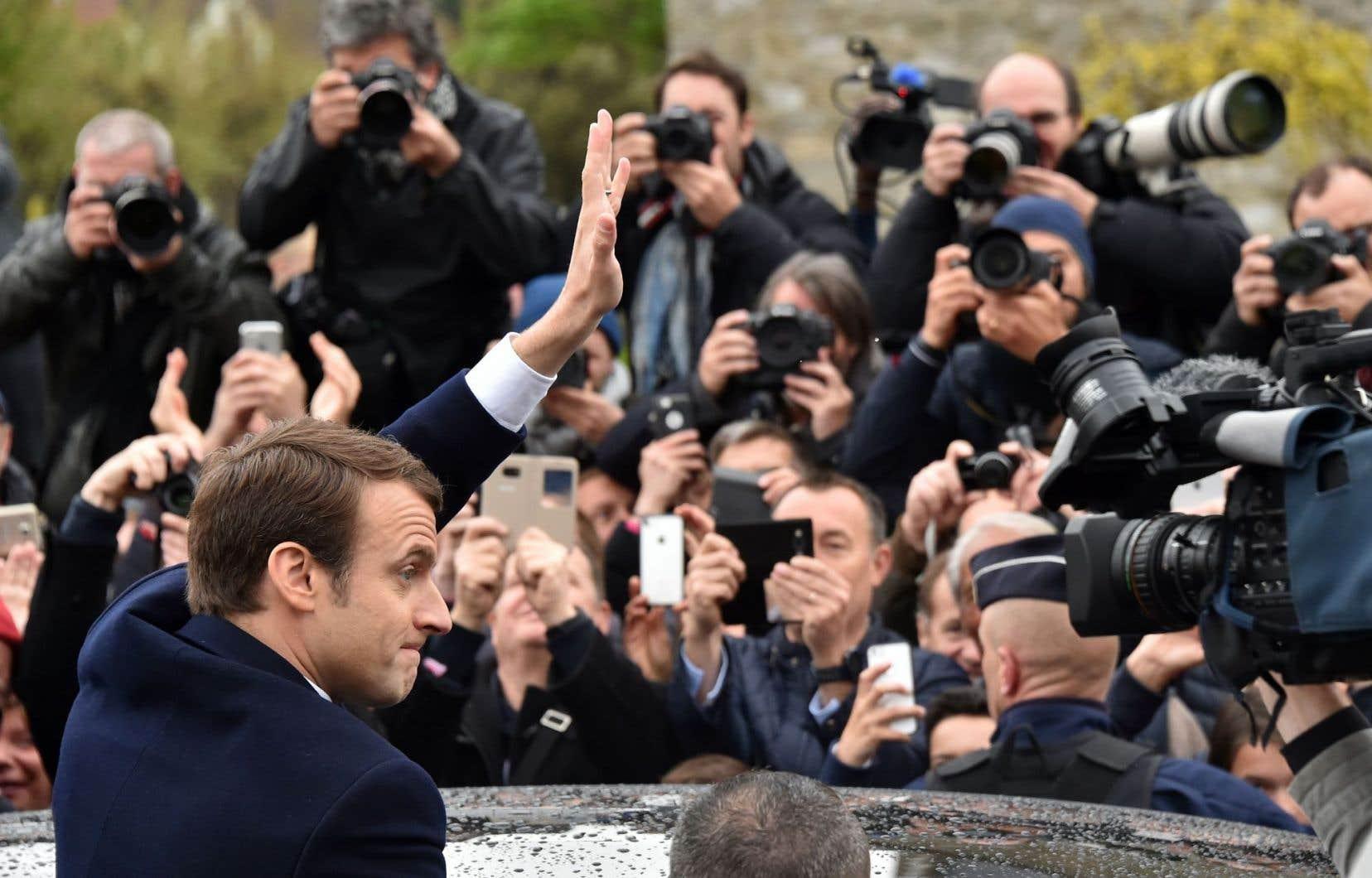 La formule Macron rebat les cartes, change les étiquettes, remanie les équipages pour continuer dans la même voie, estime l'auteur.