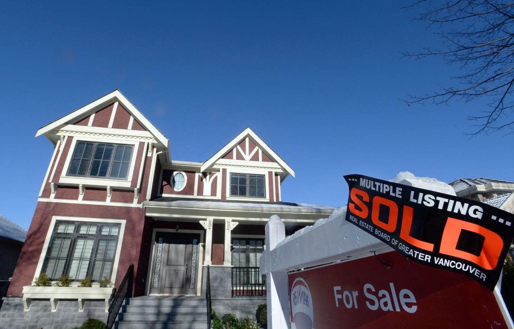 La hausse des prix des logements au Canada est un des facteurs qui rendent les banques du Canada plus vulnérables aux risques.