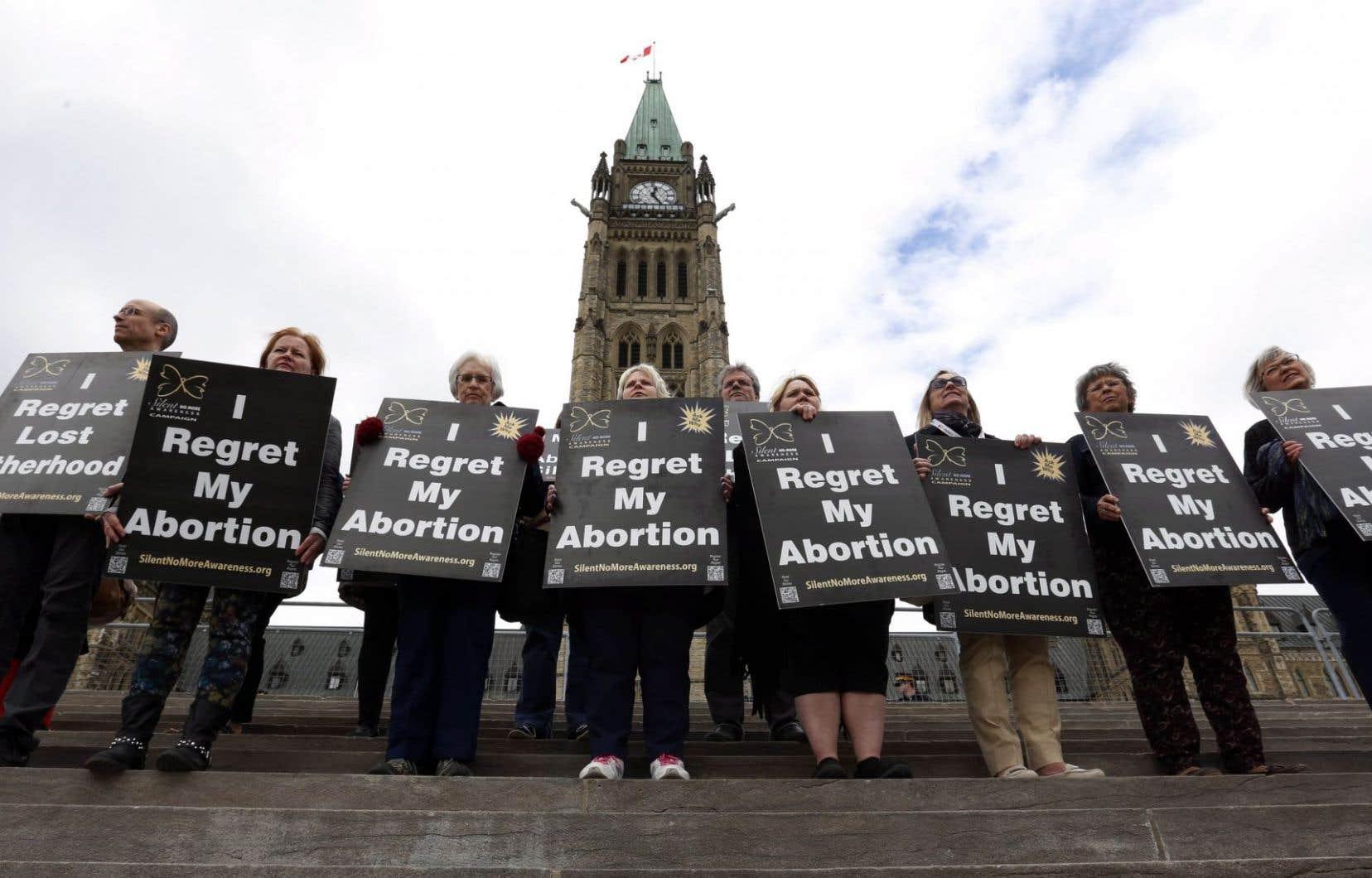 La ville d'Ottawa permet aux organismes à but non lucratif ne faisant pas la promotion de la haine ou la violence de faire flotter leur drapeau pour faire connaître leurs actions.