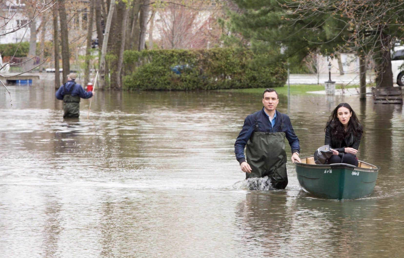 Dans les régions de Montréal et Laval, le débit a aussi ralenti dans la rivière des Prairies et la rivière des Mille-Îles.