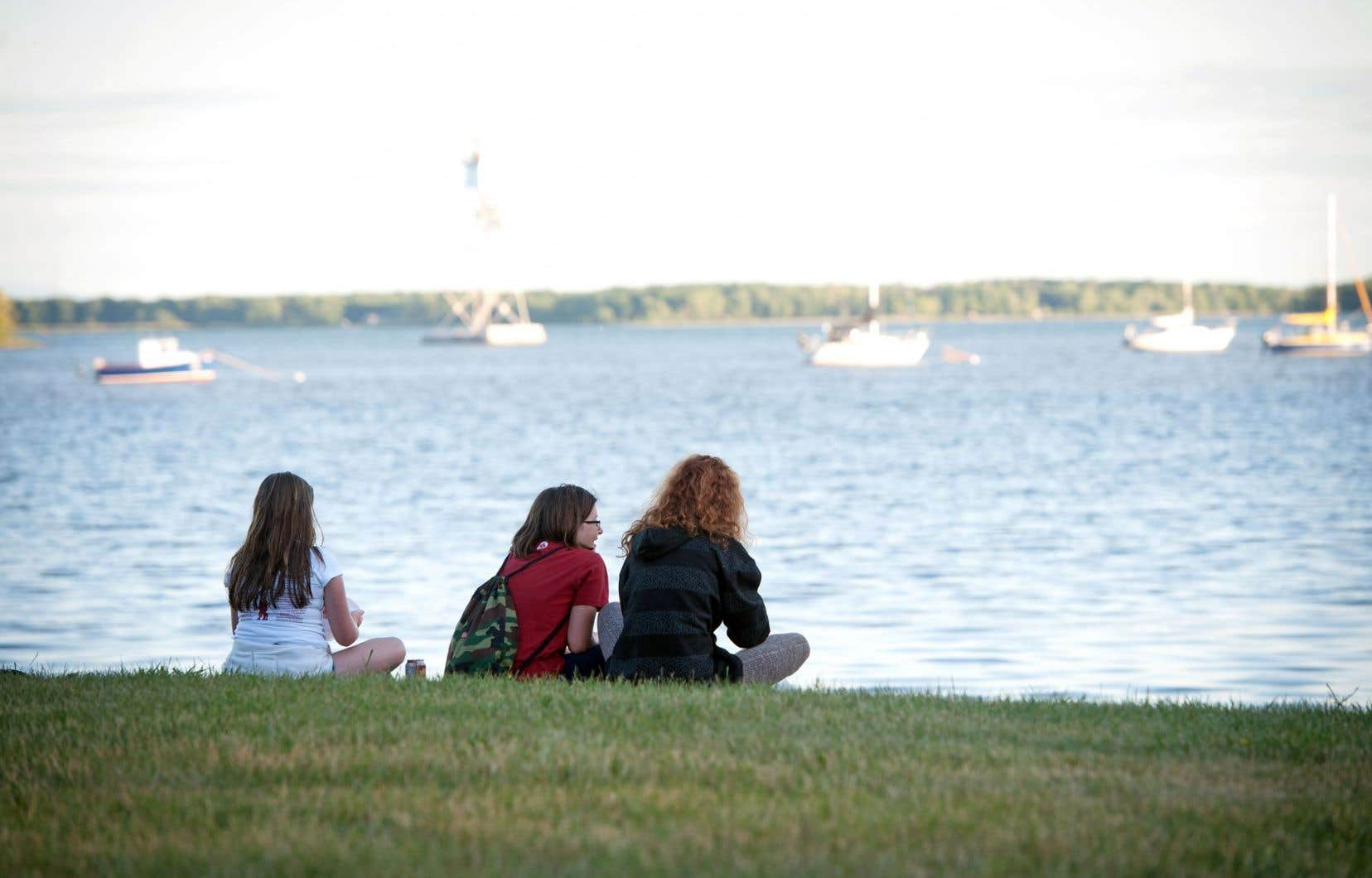 Une portion de Dorval donne sur le lac Saint-Louis et plusieurs activités culturelles se tiennent dans les parcs riverains pendant la belle saison.