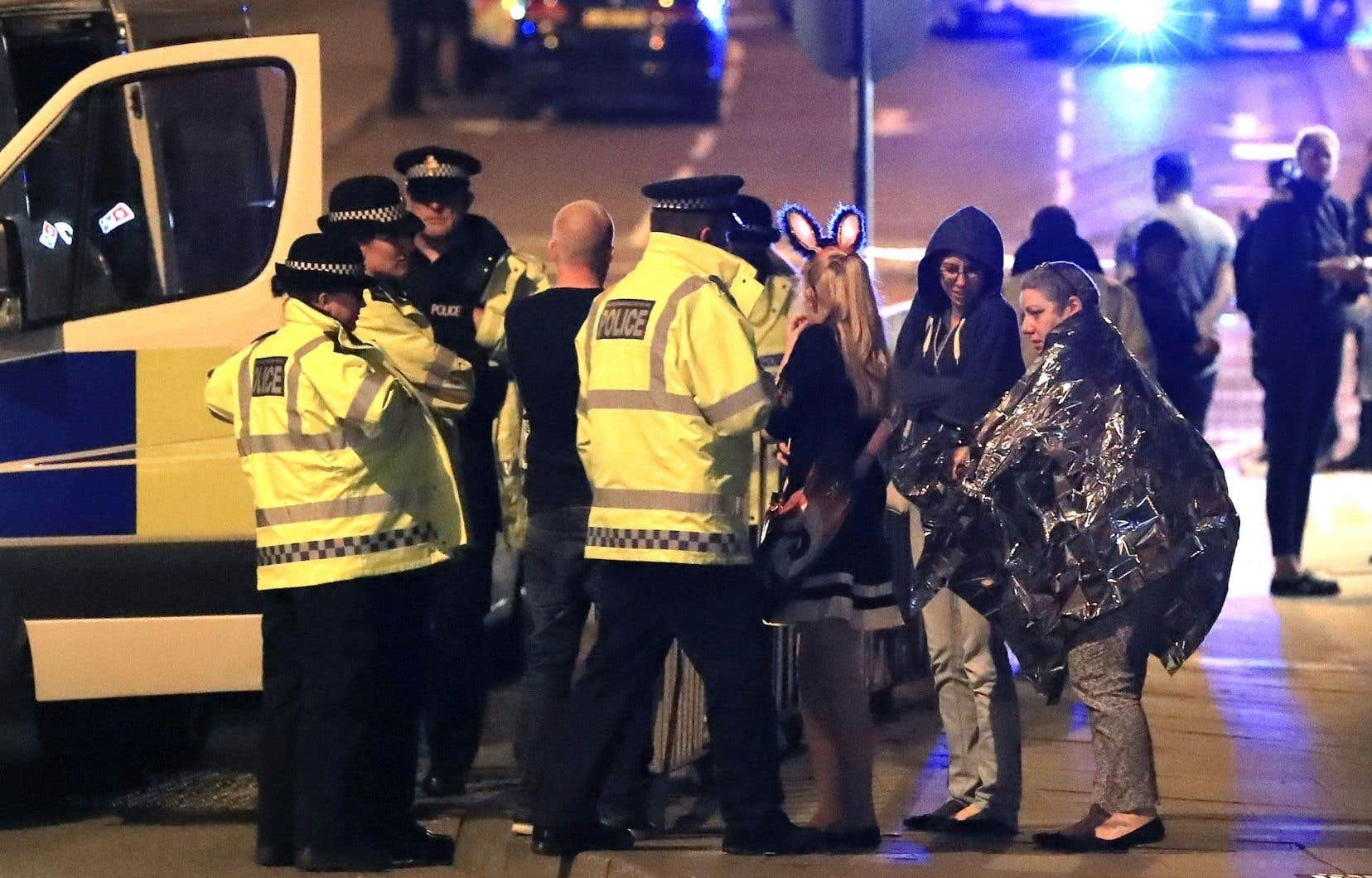 22 personnes ont été tuées et 59 blessées lundi soir dans une salle de concert à Manchester.
