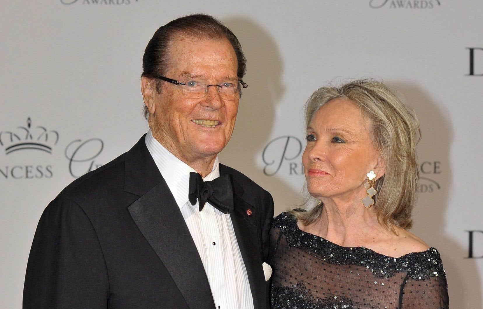 L'acteur Roger Moore et sa femme, Kristina Tholstrup, lors d'un gala à Monaco en septembre 2015