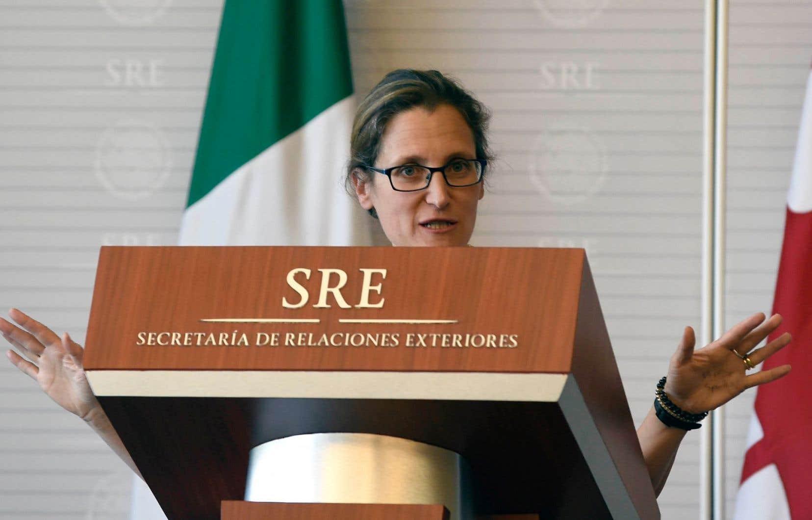 Chrystia Freeland, lors d'une rencontre à Mexico avec son homologue Luis Videgaray, mardi le 23 mai, à Mexico