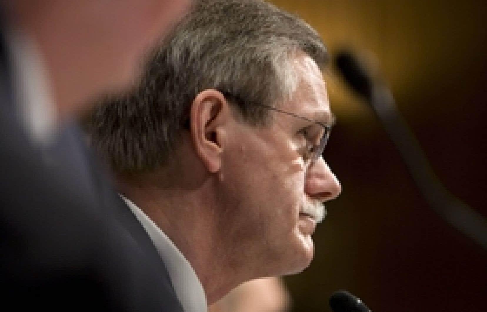 Ron Gettelfinger écoute le témoignage des patrons américains de l'automobile devant le Congrès.