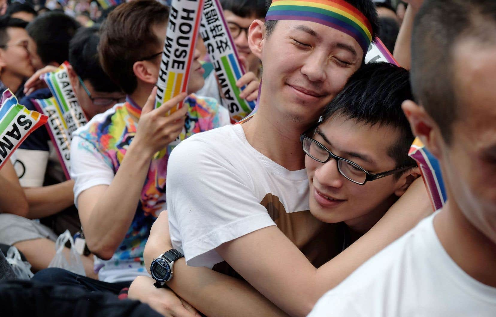Des centaines de personnes se sont rassemblées mercredi à Taipei et ont bruyamment célébré l'arrêt de la Cour constitutionnelle.
